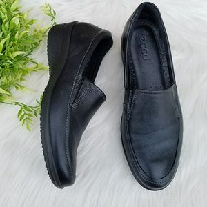 ECCO women black leather slip on casual loafers